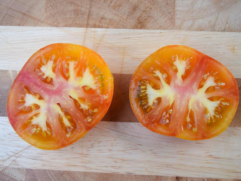 ananas tomato cut open
